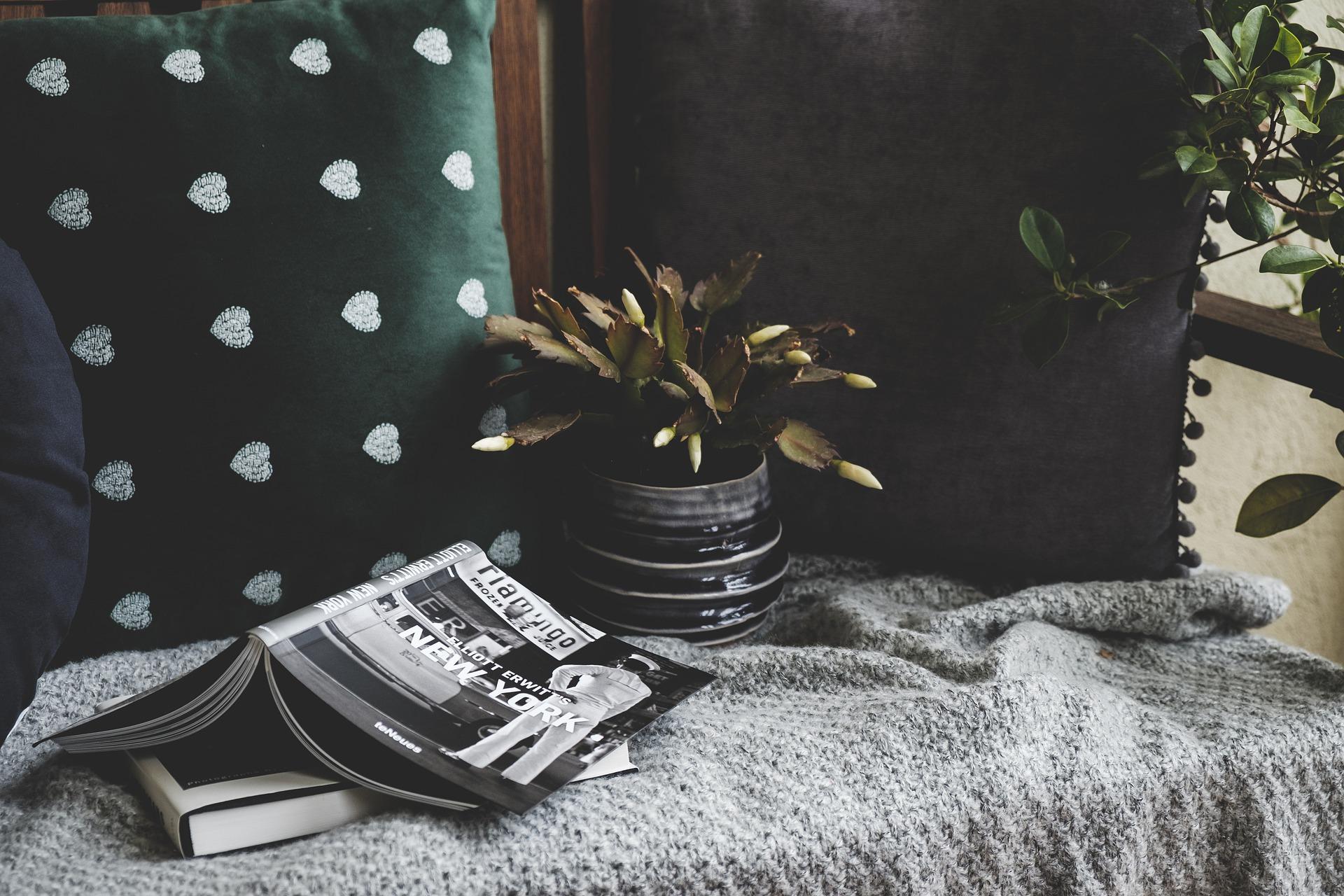 hygge ou l'art de rester à la maison tout en mettant l'accent sur le confort et la douce quiétude que cela nous procure